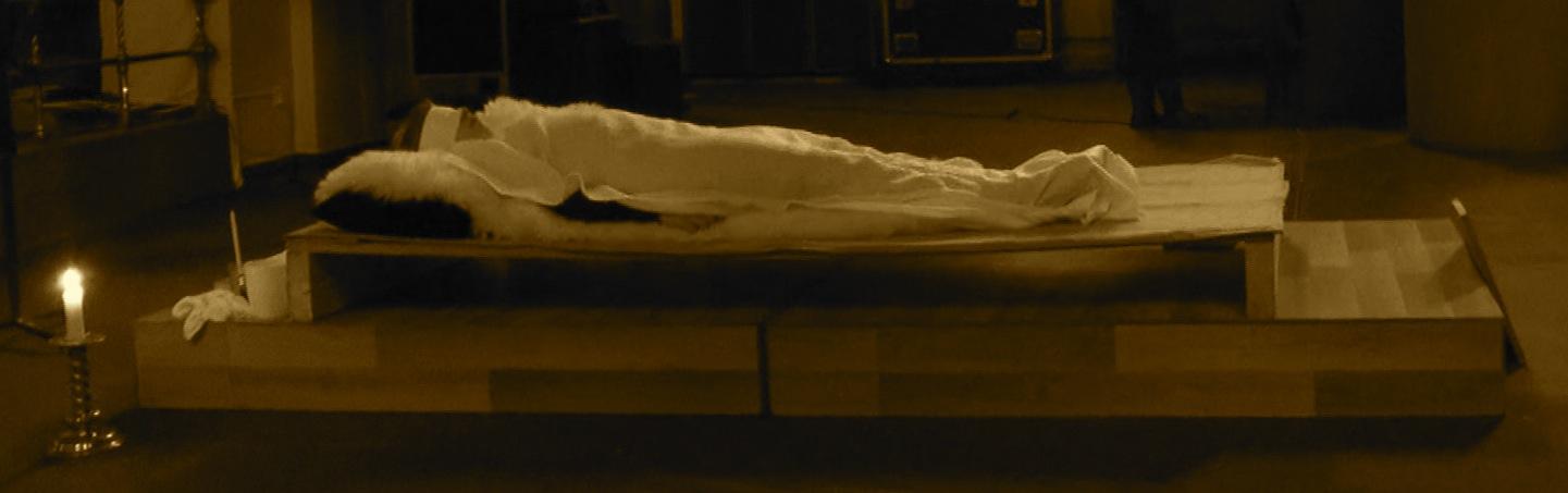 Foto fra performancen Les Tenebres av Liv Kristin Holmberg. Fotograf Annie Tiainen